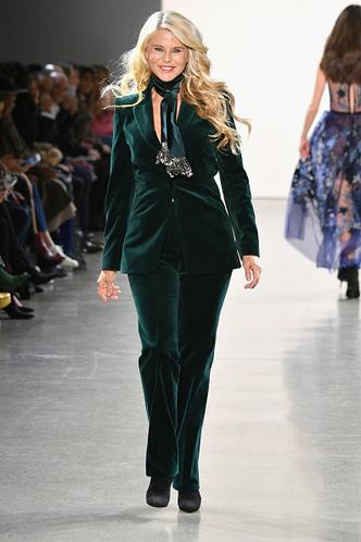 Фото №1 - 65-летняя Кристи Бринкли покорила подиум на Неделе моды