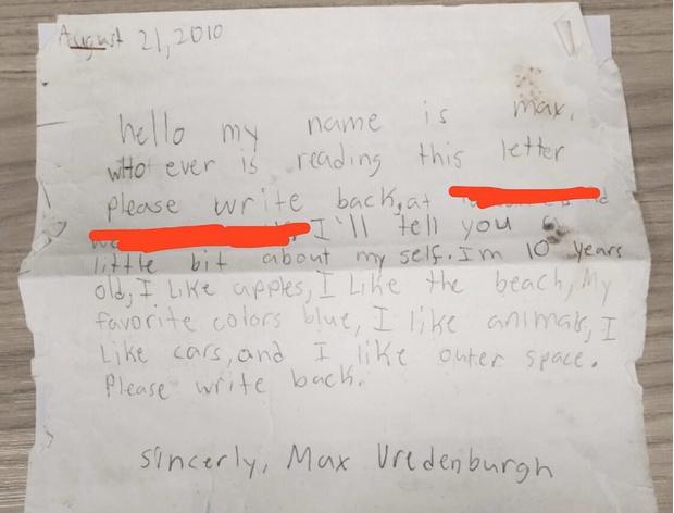 Фото №1 - В 2010 году 10-летний мальчик бросил в море бутылку с посланием. В 2019 году ему ответили