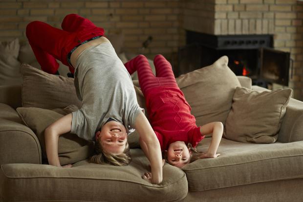 Фото №1 - Подвижные игры дома: 15 идей, как занять детей на карантине