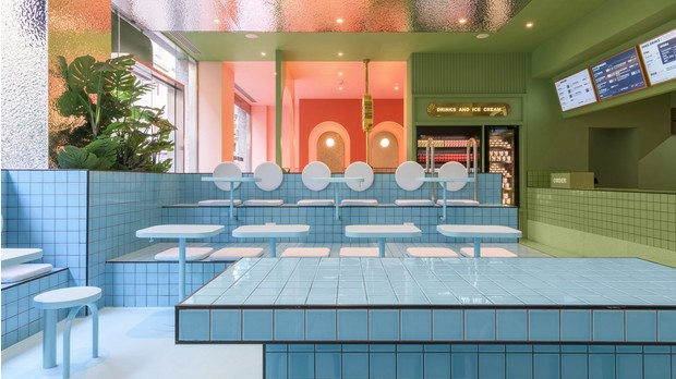 Фото №4 - Яркая бургерная в Турине по проекту Masquespacio