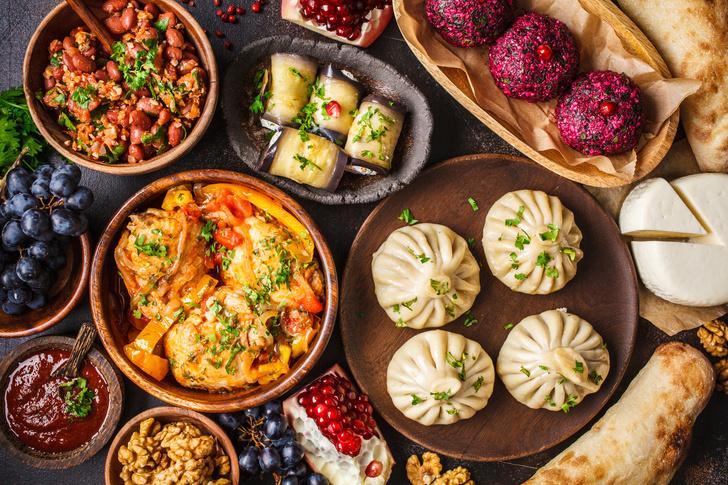 Фото №1 - Хинкали, сациви, пхали: 3 лучших рецепта грузинских блюд