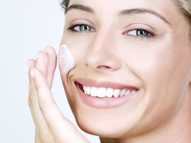 Фото №2 - Главный враг пигментных пятен: что такое арбутин, и как он преобразит вашу кожу