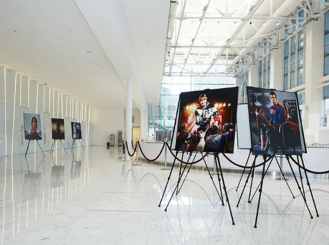 Фото №7 - Открытие выставки «Фотопреувеличение. Лучшие фотографии журнала MAXIM за 15 лет»