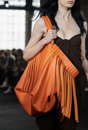 Фото №6 - Самые модные сумки весны и лета 2021