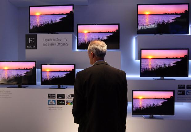 Фото №1 - Умные телевизоры обвинили в том, что они следят за владельцами и передают их данные корпорациям