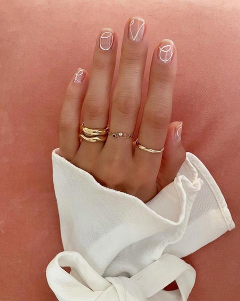 Фото №5 - Модный маникюр на короткие ногти 2021