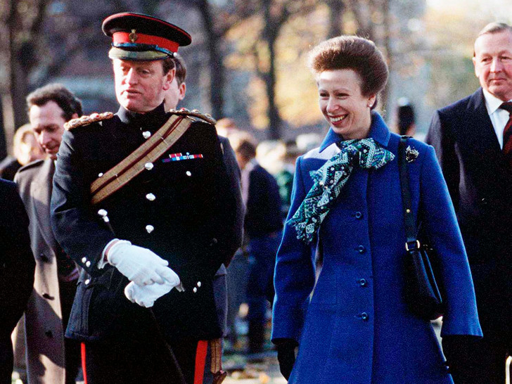 Фото №1 - Почему принцесса Анна не смогла выйти замуж за Эндрю Паркер-Боулза (и он женился на Камилле)