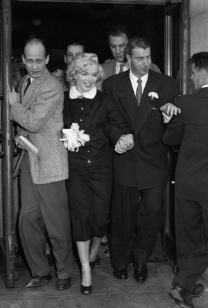 Фото №6 - Три свадьбы Мэрилин Монро: в чем выходила замуж главная блондинка Голливуда