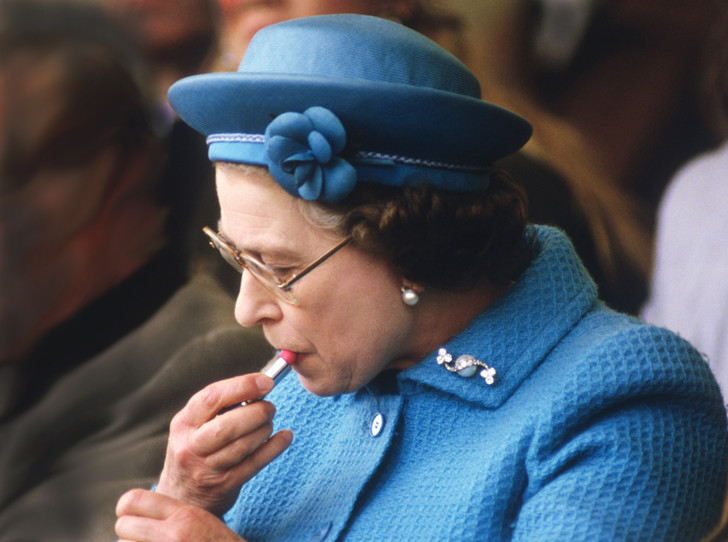 Фото №30 - Королева и помада: история одной бьюти-страсти Елизаветы II