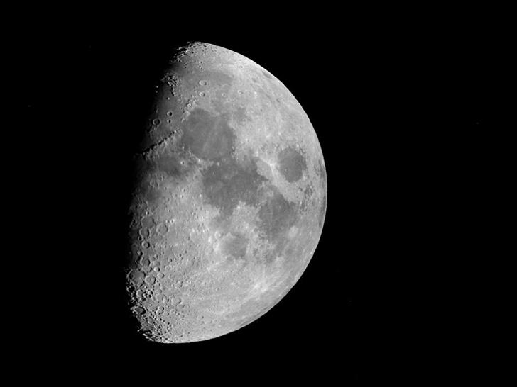Фото №1 - Жители европейской части России увидят «соединение» Луны и Марса