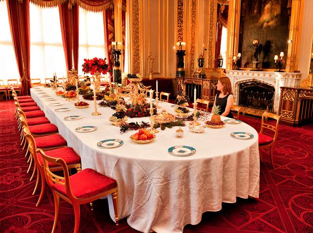 Фото №11 - Встречаем рождество по-королевски: 10 правил этикета за столом