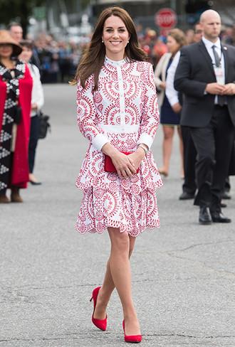 Фото №6 - Как герцогиня Кейт укрепила свои позиции в королевской семье с помощью всего одного платья