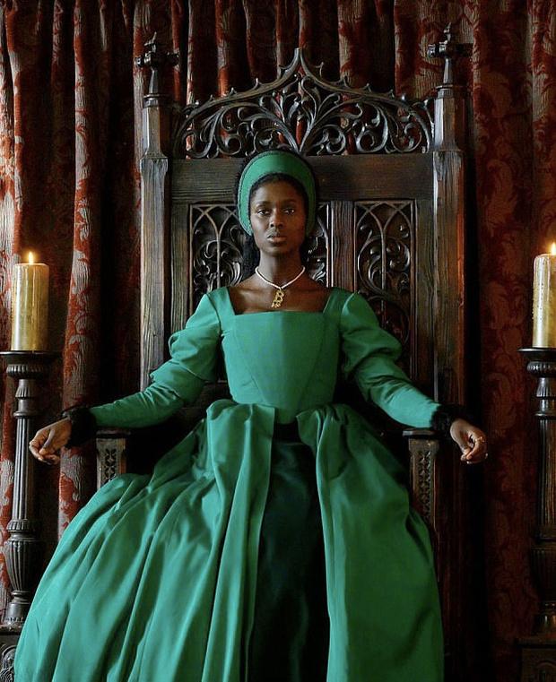 Фото №1 - Переписывая историю: первый сенсационный образ Джоди Тернер-Смит в роли Анны Болейн