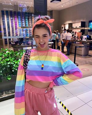 Фото №16 - Little Pink Unicorn: повторяем три стильных образа Евы Миллер из XO Team