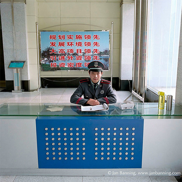 Фото №14 - Проходите, садитесь: кабинеты чиновников и служащих в разных странах