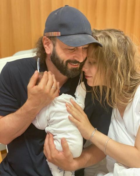 Лиза Арзамасова и Илья Авербух стали родителями— первое фото