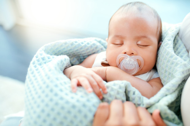 молочные корочки на голове у грудничка причины