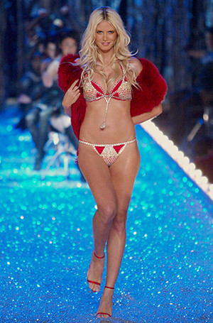 Фото №16 - Полцарства за бюстгальтер: как выглядят все драгоценные Fantasy Bra Victoria's Secret
