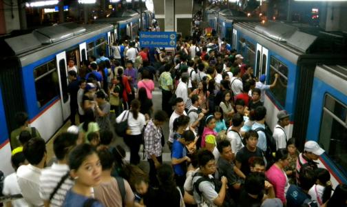 Фото №1 - Роспотребнадзор попросил россиян не ездить в общественном транспорте в час пик