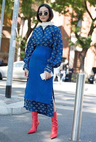 Фото №9 - Платье зимой: 4 небанальных (и теплых) способа его носить