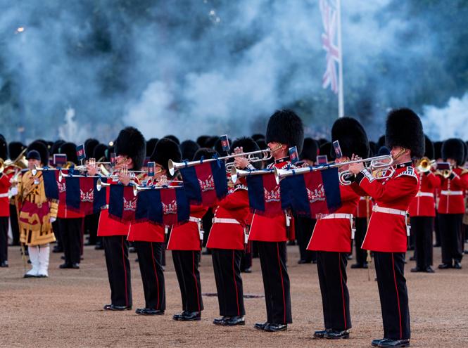 Фото №4 - Герцогиня Кейт впервые приняла военный парад