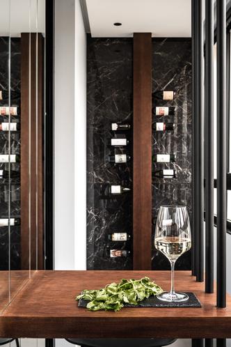 Фото №3 - Современная квартира в темных тонах 103 м²