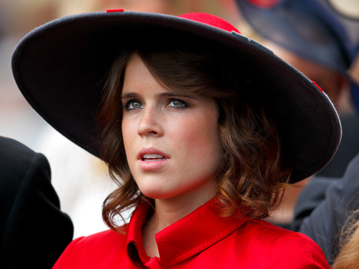 Фото №1 - Игра с огнем: почему принцесса Евгения может сильно ухудшить свое положение в королевской семье