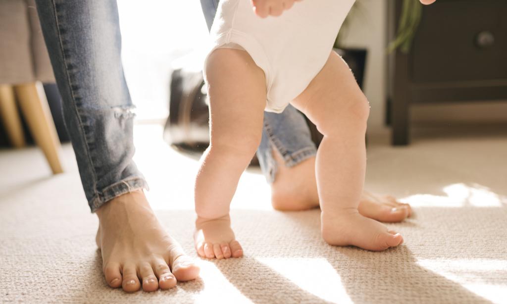 Малыш не ползал, а сразу пошел— это повод для беспокойства