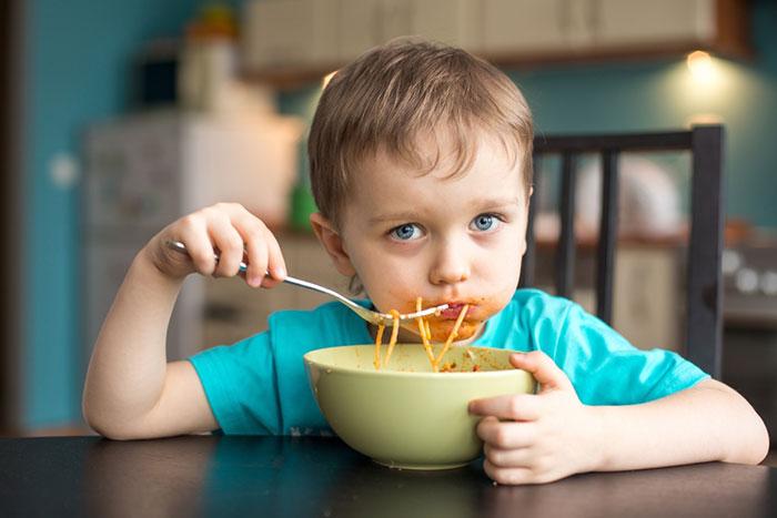Фото №2 - Дело не в еде: 4 истории детей, которых трудно накормить