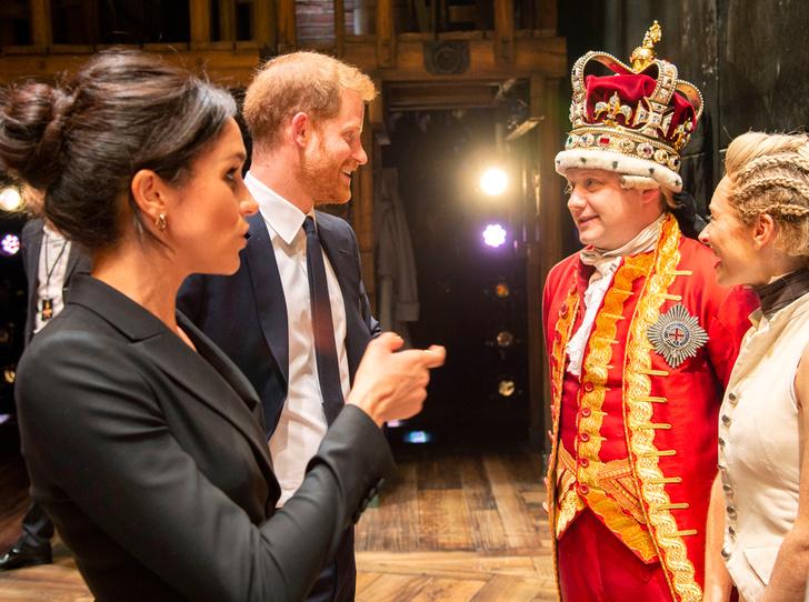 Фото №8 - Новый выход: Меган Маркл (в мини) и принц Гарри посетили рэп-мюзикл