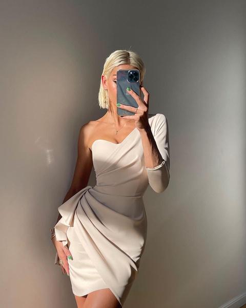 Фото №2 - Коктейльное или вечернее: как выбрать платье для торжественного случая