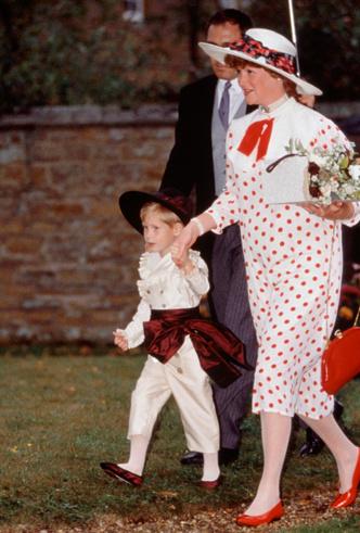 Фото №16 - Платье напрокат: 8 культовых нарядов, которые Диана одалживала другим