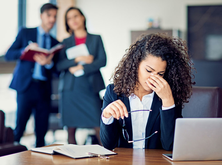 Фото №1 - Лесть или игнор: 10 эффективных способов борьбы с буллингом на работе