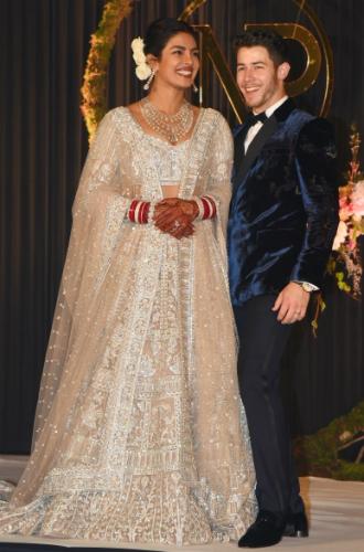 Фото №2 - Почему Софи Тернер не хочет шикарной свадьбы, как у Приянки Чопры