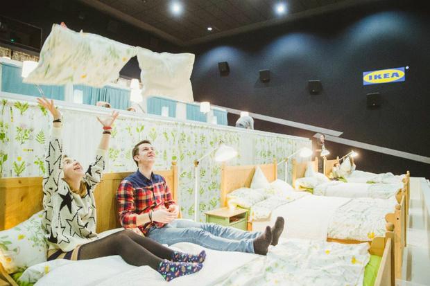 Фото №1 - Благодаря Икеа в кинотетрах появились кроватки