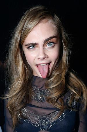 Фото №34 - Фейспалм и губы уточкой: самые смешные фото Кары Делевинь