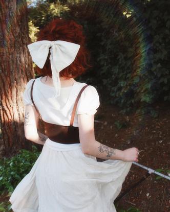 Фото №13 - Самый безмятежный тренд лета: как одеться в стиле коттеджкор