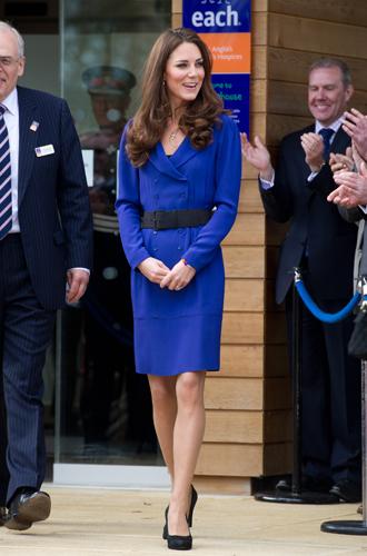 Фото №5 - Как (и зачем) Кейт и Кэрол Миддлтон меняются одеждой