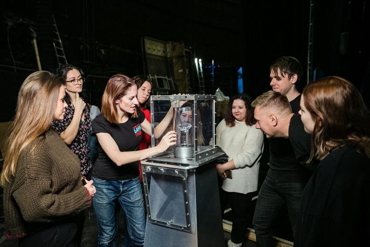 Фото №2 - «Комедия о том, КАК БАНК ГРАБИЛИ» запускает экскурсии по бэкстейджу