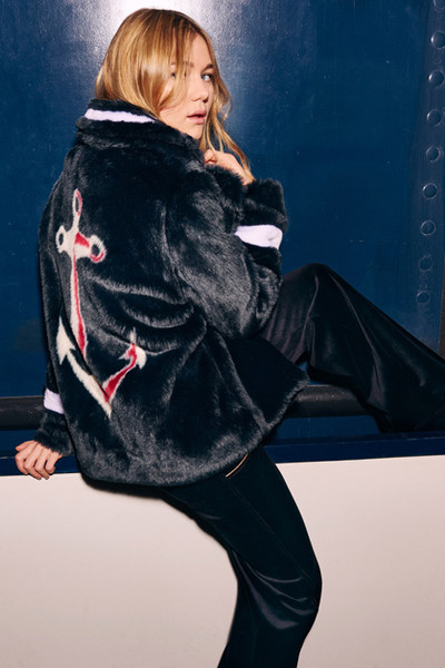 Фото №8 - Тенденция осени: пальто из меха с принтом
