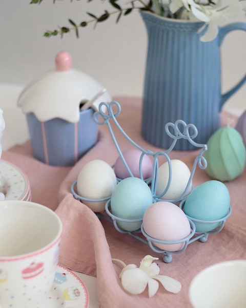 Фото №1 - Готовимся к Пасхе: можно ли красить яйца лаком для ногтей?