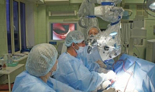 Фото №1 - Российские хирурги удаляют аневризмы через «замочную скважину»