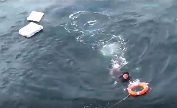 Фото №1 - Русские моряки спасают рыбака из Северной Кореи, 10 суток дрейфовавшего на пенопласте (видео)