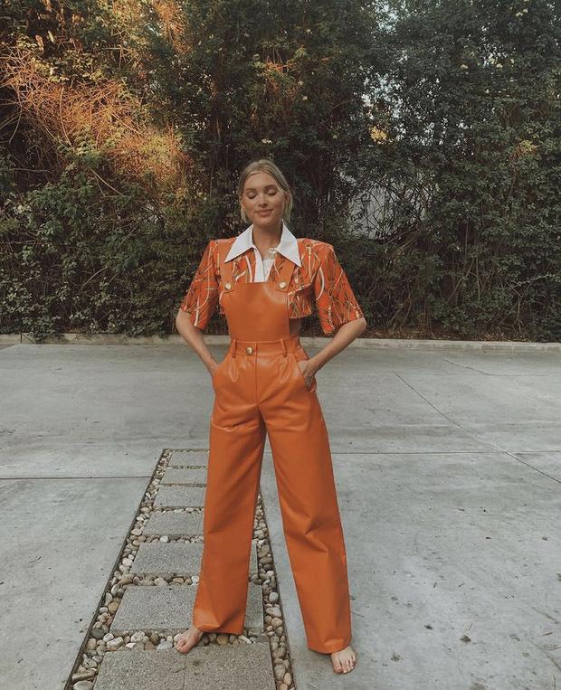 Фото №2 - Хит сезона: посмотрите на Эльзу Хоск, и вы захотите добавить в гардероб оранжевый цвет (даже если вы поклонник черно-белой классики)