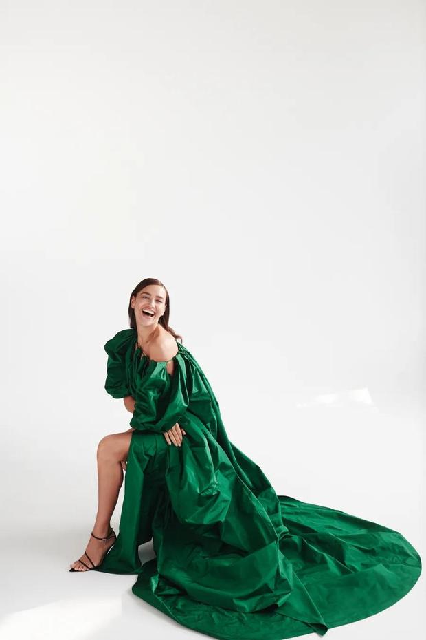 Фото: прекрасная Ирина Шейк в новой кампании Oscar de la Renta