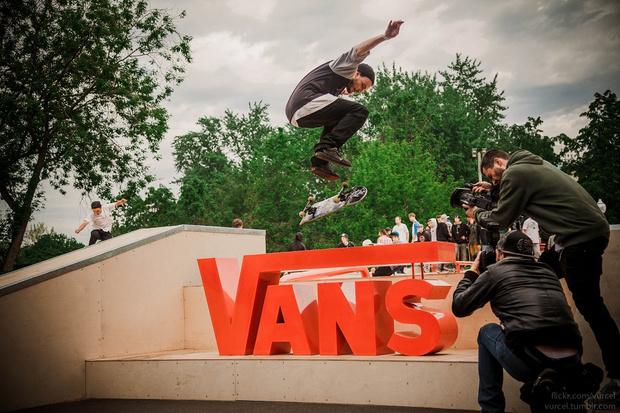 Фото №1 - VANS открывает скейт-парк на юбилейной выставке FACES&LACES