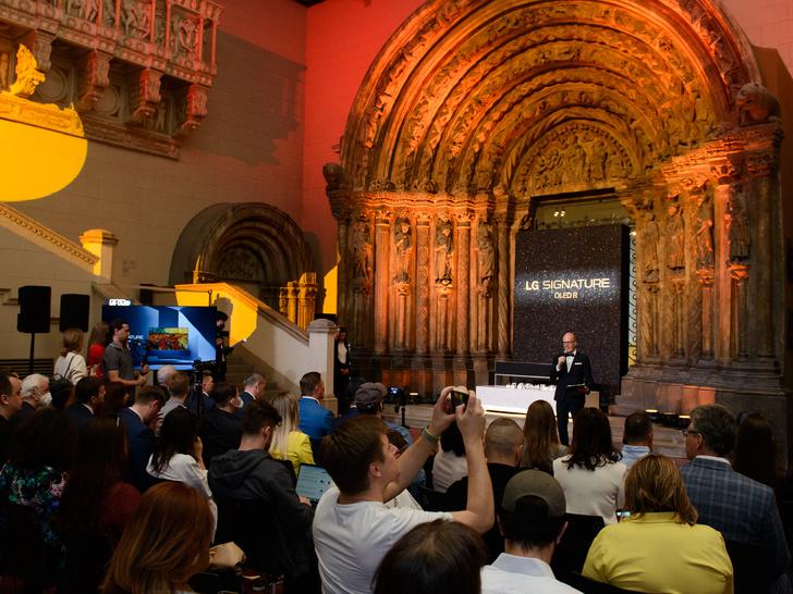 Фото №2 - Новые возможности: в Москве прошла презентация сворачивающегося телевизора LG SIGNATURE OLED R