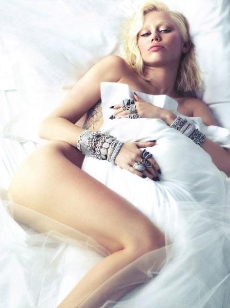 Майли Сайрус в съемке журнала W
