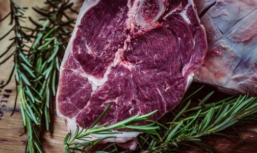 Фото №1 - Роспотребнадзор не запрещает ресторанам кормить россиян стейками «с кровью» и суши с сырой рыбой