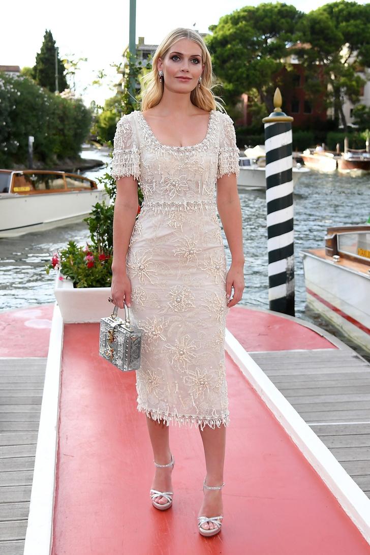 Фото №2 - Продолжение свадьбы? Леди Китти Спенсер в расшитом кремовом платье Dolce&Gabbana, достойном невесты